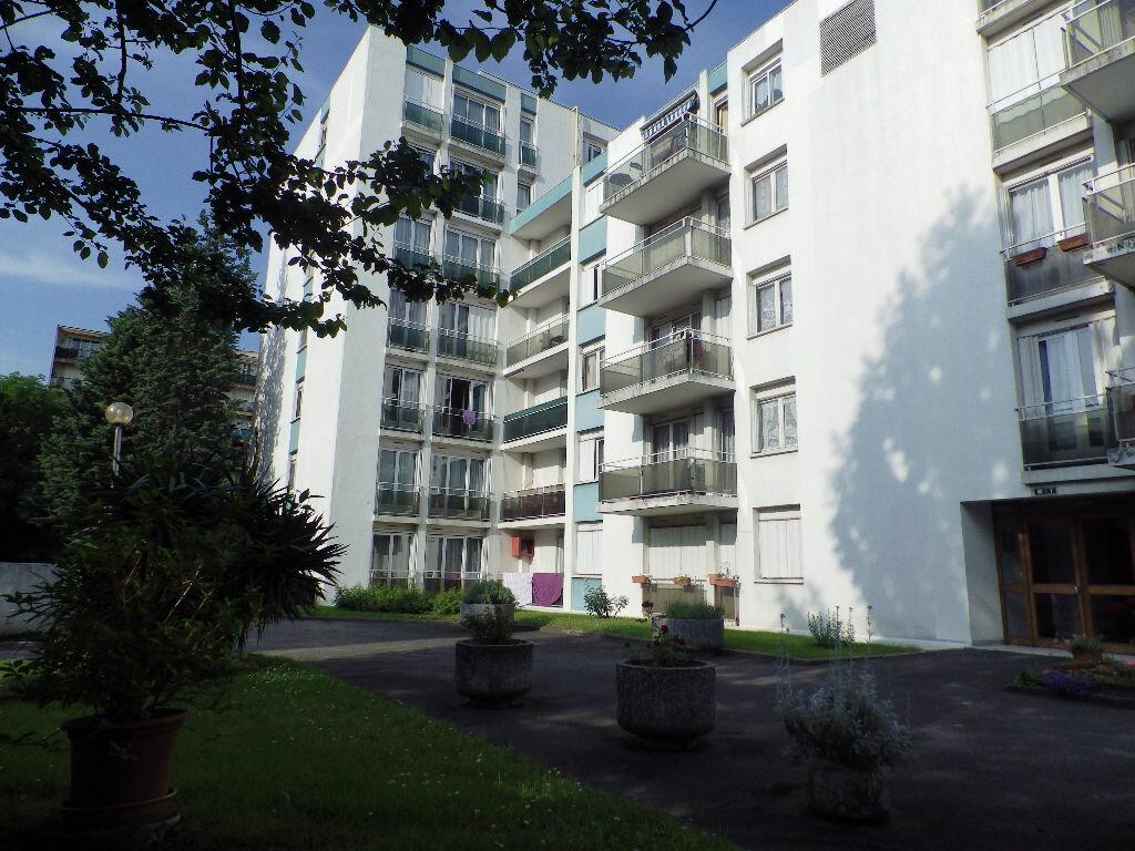 Achat Appartement 5 pièces à Bondy - vignette-1