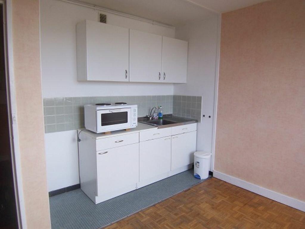 Location Appartement 1 pièce à Reims - vignette-2