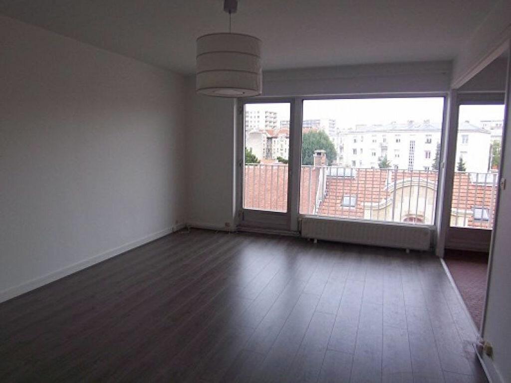 Location Appartement 1 pièce à Reims - vignette-1