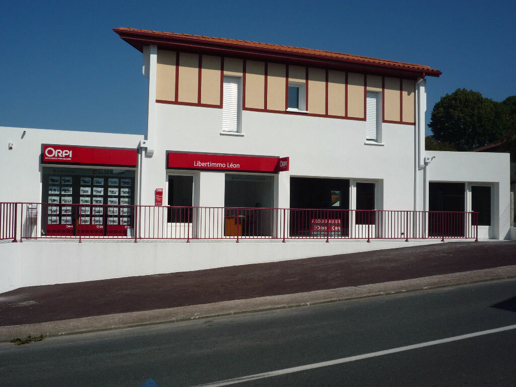 Location Local commercial  à Léon - vignette-1