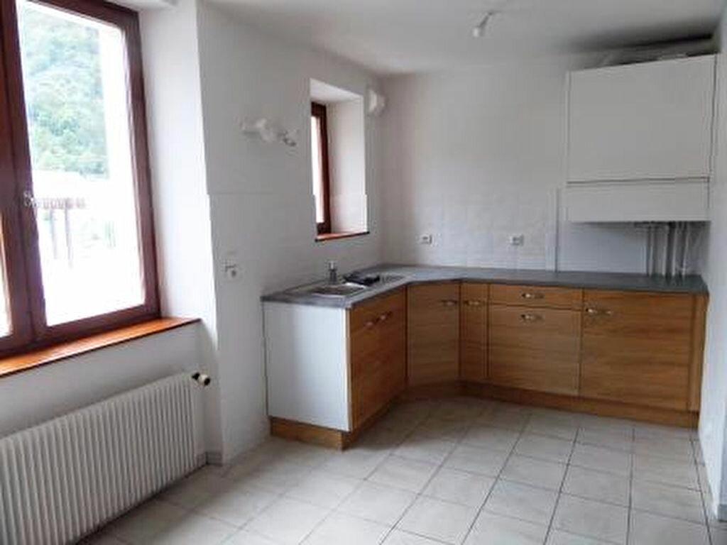 Location Appartement 4 pièces à Cluses - vignette-1