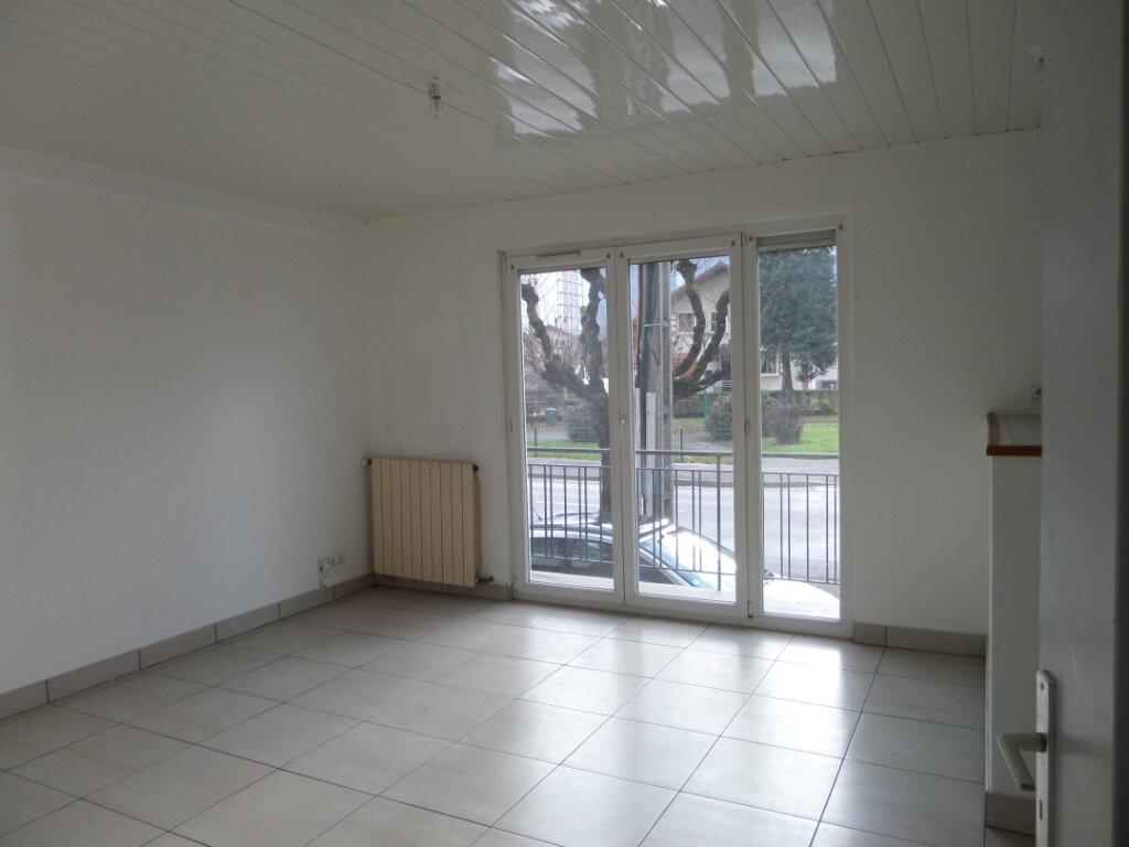 Location Appartement 5 pièces à Cluses - vignette-1