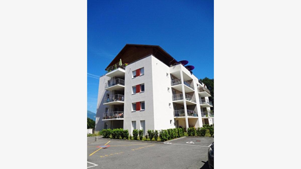 Location Appartement 2 pièces à La Roche-sur-Foron - vignette-1