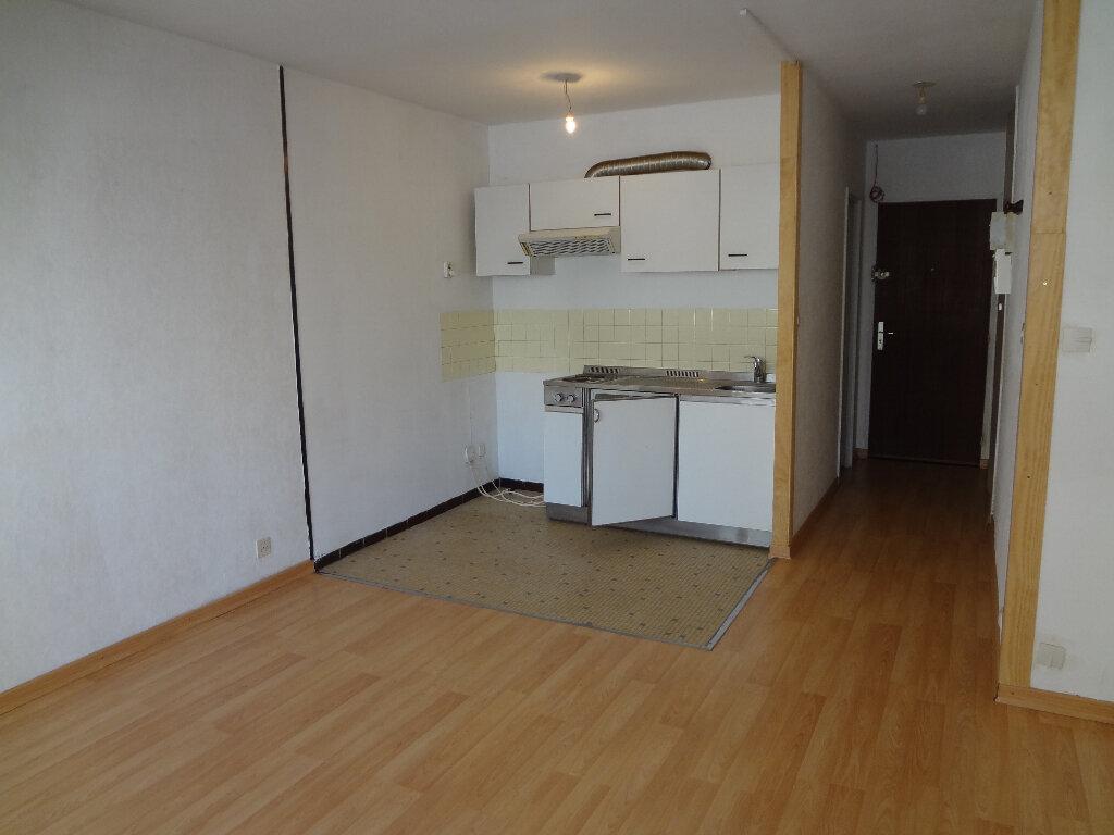 Location Appartement 1 pièce à Gaillard - vignette-1