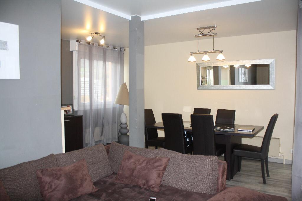 Achat Appartement 3 pièces à Cluses - vignette-1