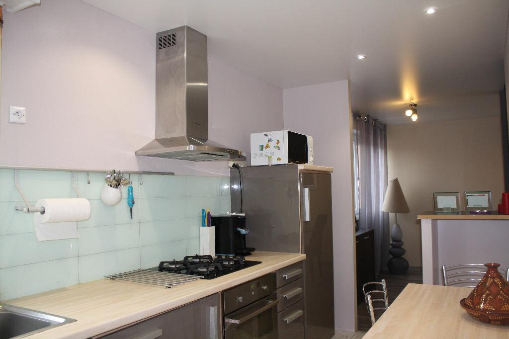Achat Appartement 3 pièces à Cluses - vignette-2
