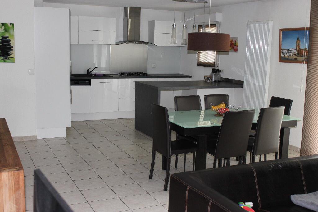 Achat Appartement 3 pièces à Saint-Pierre-en-Faucigny - vignette-1