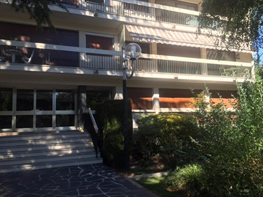 Location Appartement 1 pièce à Saint-Gratien - vignette-1