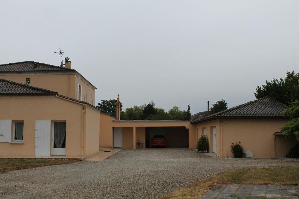 Achat Maison 10 pièces à Saint-Seurin-de-Cursac - vignette-1
