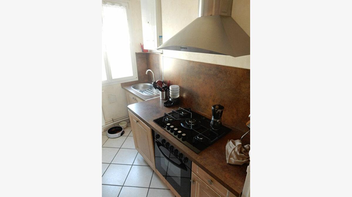 Location Appartement 4 pièces à Compiègne - vignette-1