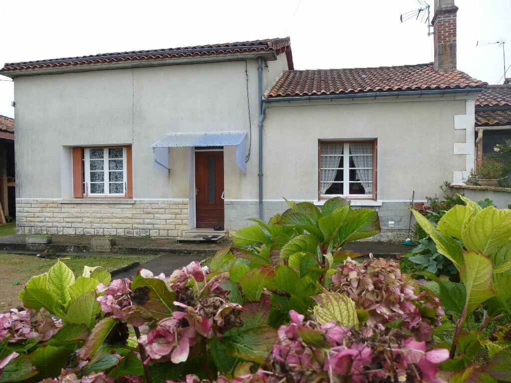Achat Maison 4 pièces à Vilhonneur - vignette-1