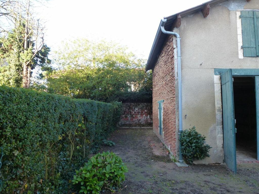 Achat Maison 6 pièces à Roumazières-Loubert - vignette-12