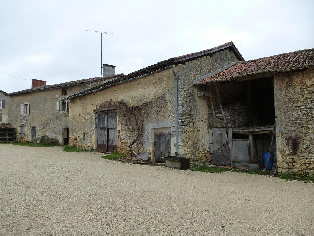 Achat Maison 4 pièces à Chasseneuil-sur-Bonnieure - vignette-1