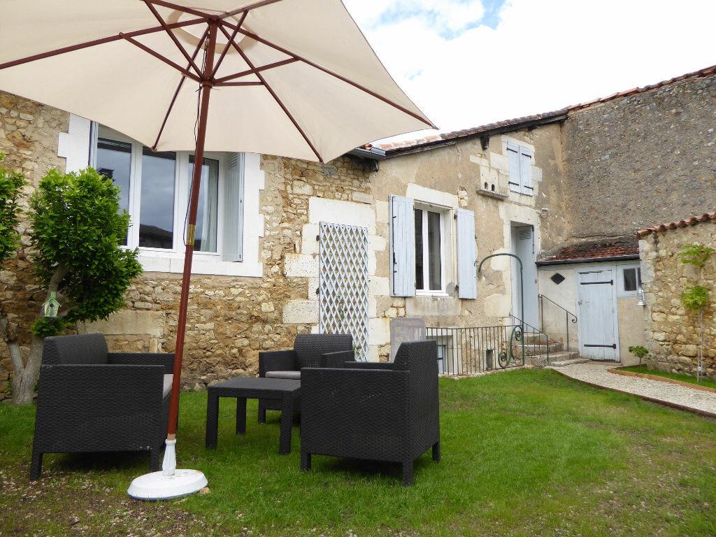 Achat Maison 2 pièces à La Rochefoucauld - vignette-1