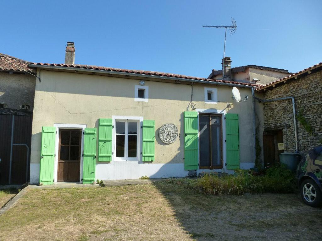 Achat Maison 9 pièces à Nieuil - vignette-1