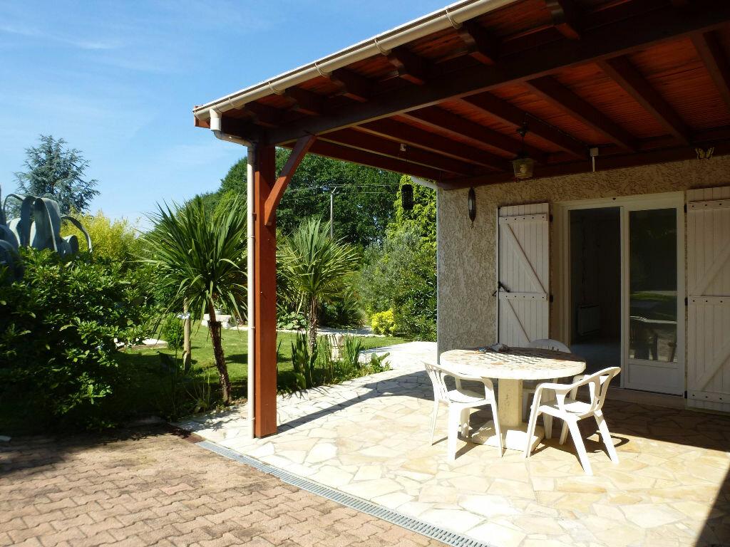 Achat Maison 9 pièces à Chasseneuil-sur-Bonnieure - vignette-3