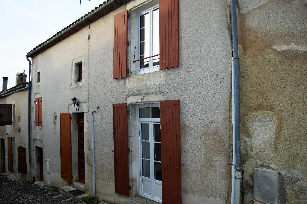 Achat Maison 4 pièces à Montbron - vignette-1