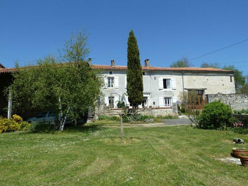 Achat Maison 6 pièces à Saint-Ciers-sur-Bonnieure - vignette-1