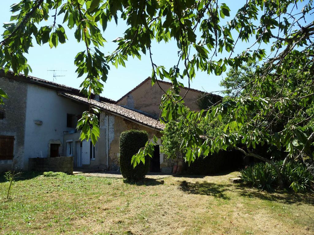 Achat Maison 6 pièces à Chasseneuil-sur-Bonnieure - vignette-1