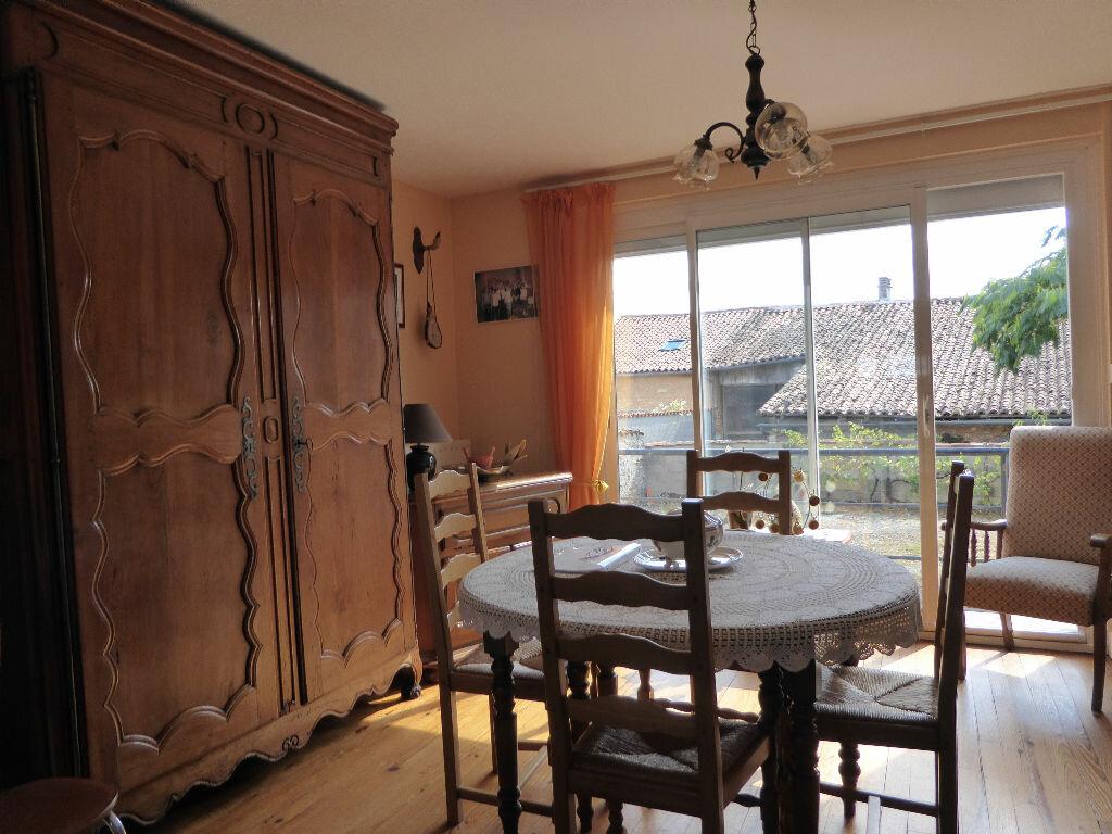 Achat Maison 5 pièces à Saint-Adjutory - vignette-5