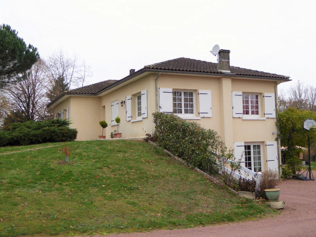 Achat Maison 7 pièces à Montbron - vignette-1