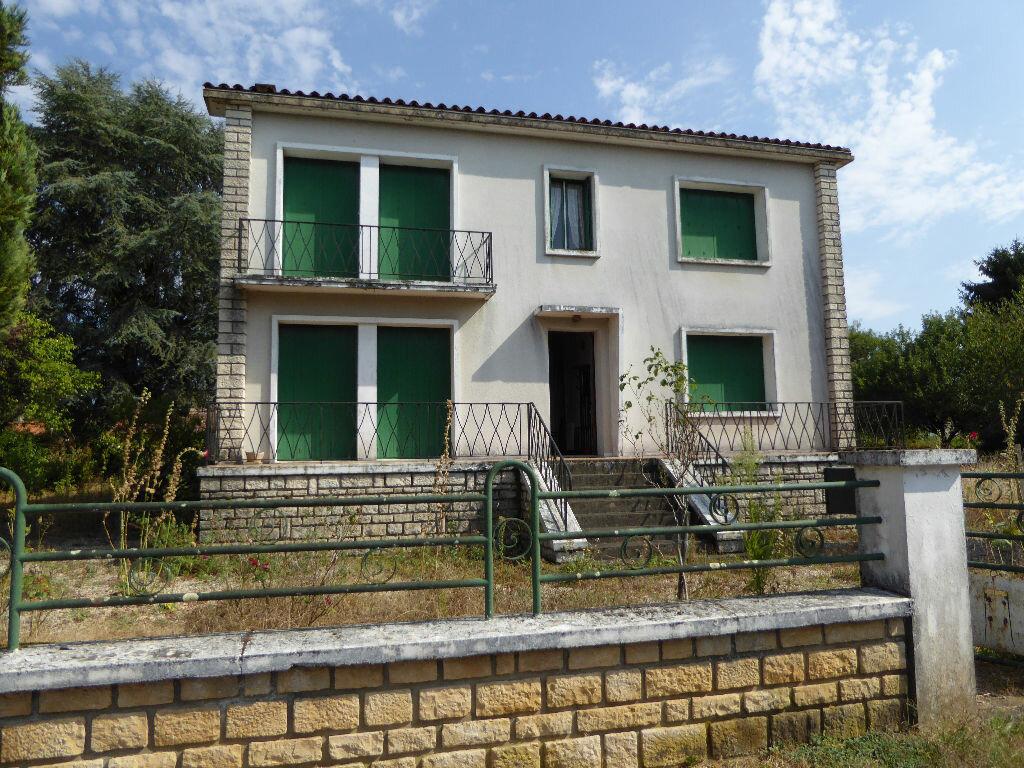 Achat Maison 8 pièces à Chasseneuil-sur-Bonnieure - vignette-1