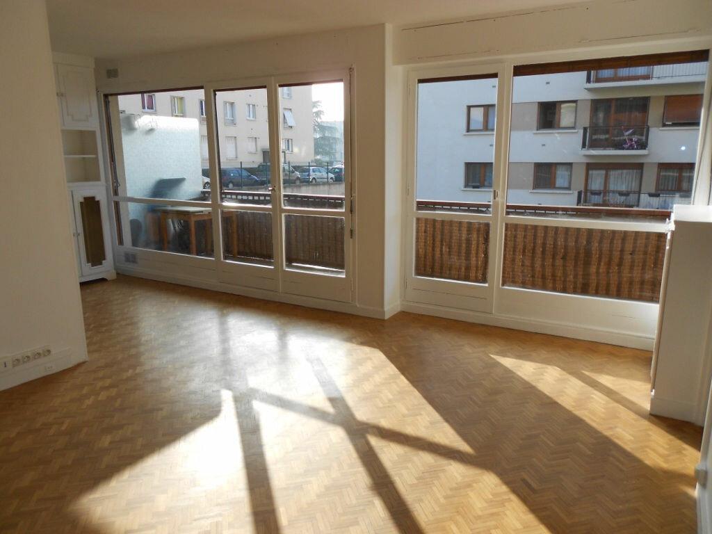 Location Appartement 2 pièces à Rueil-Malmaison - vignette-1