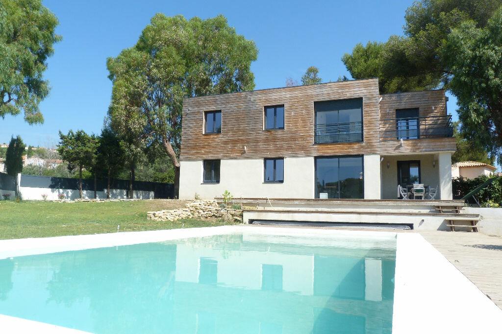Achat Maison 8 pièces à Roquebrune-sur-Argens - vignette-1