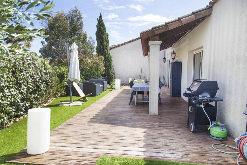 Achat Maison 4 pièces à Roquebrune-sur-Argens - vignette-3