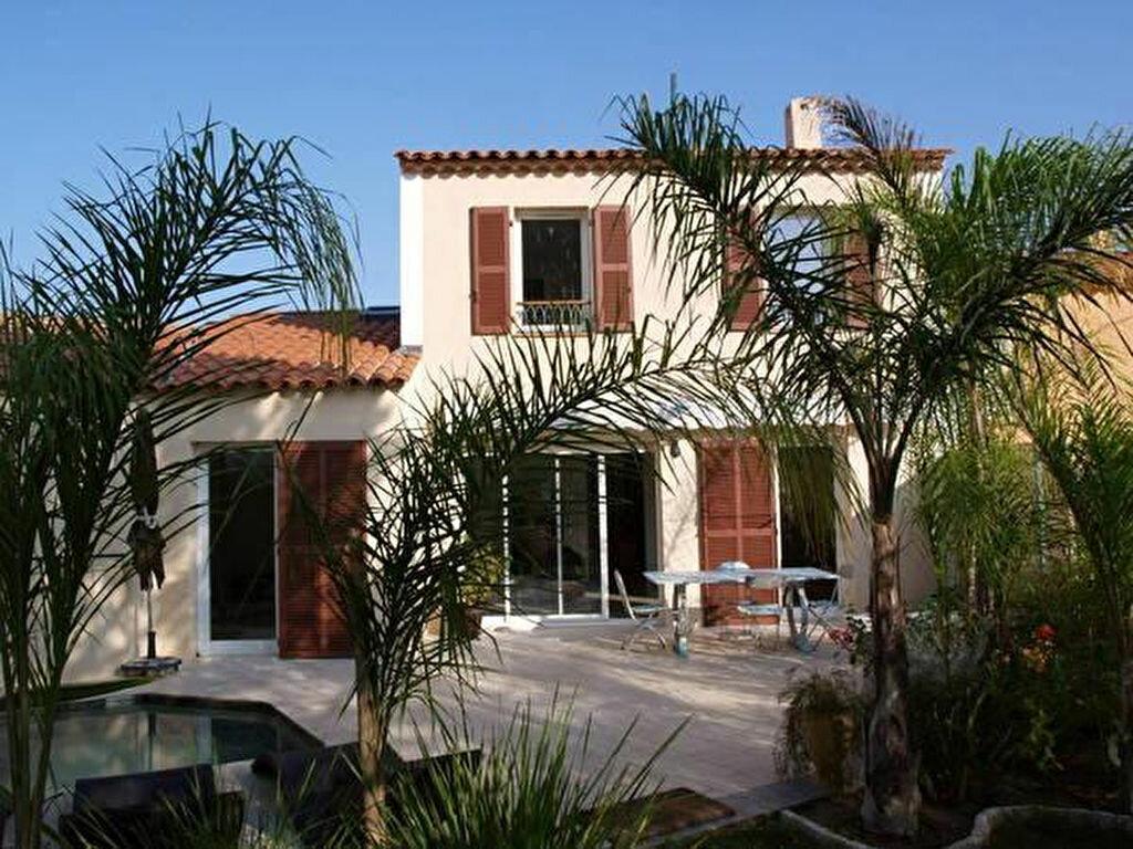 Achat Maison 4 pièces à Roquebrune-sur-Argens - vignette-1