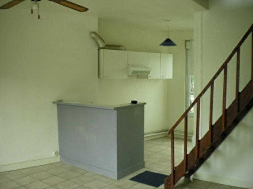 Location Appartement 3 pièces à Ivry-la-Bataille - vignette-1