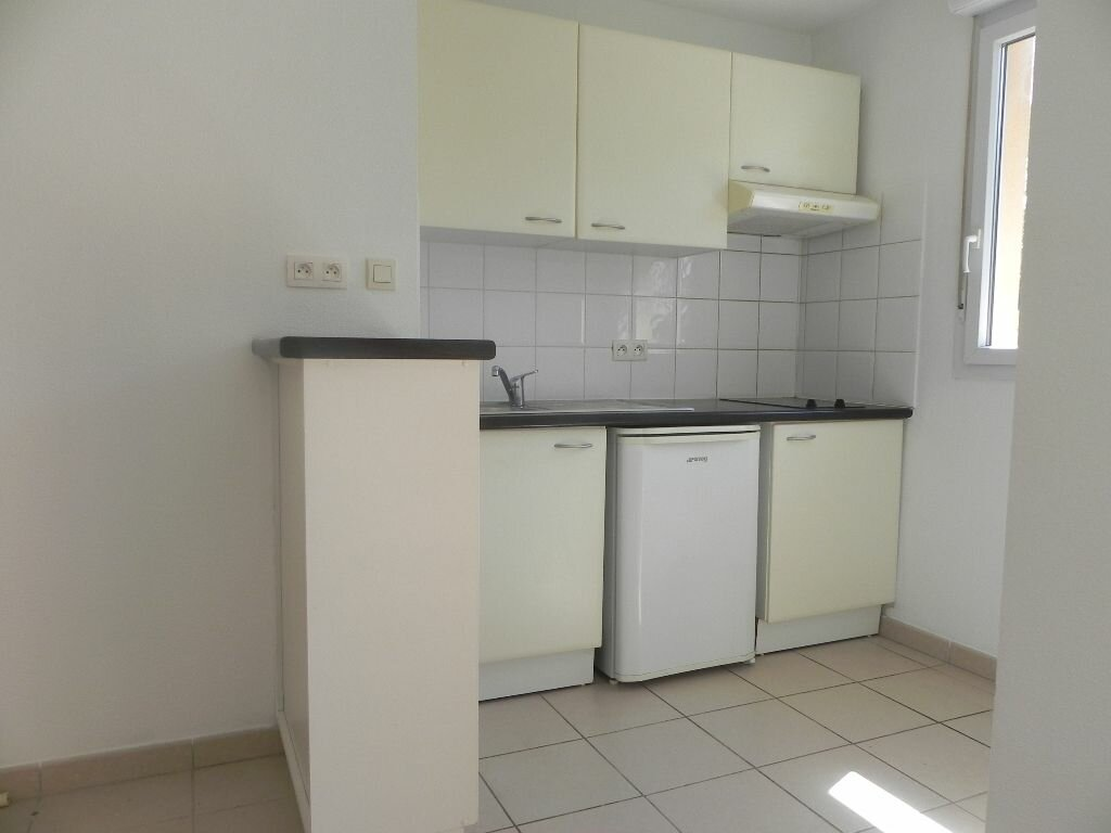 Achat Appartement 2 pièces à L'Isle-sur-la-Sorgue - vignette-2