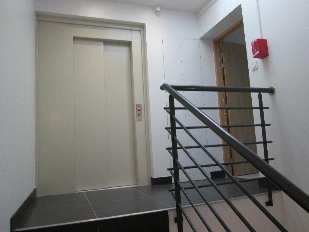 Location Appartement 4 pièces à Antony - vignette-2