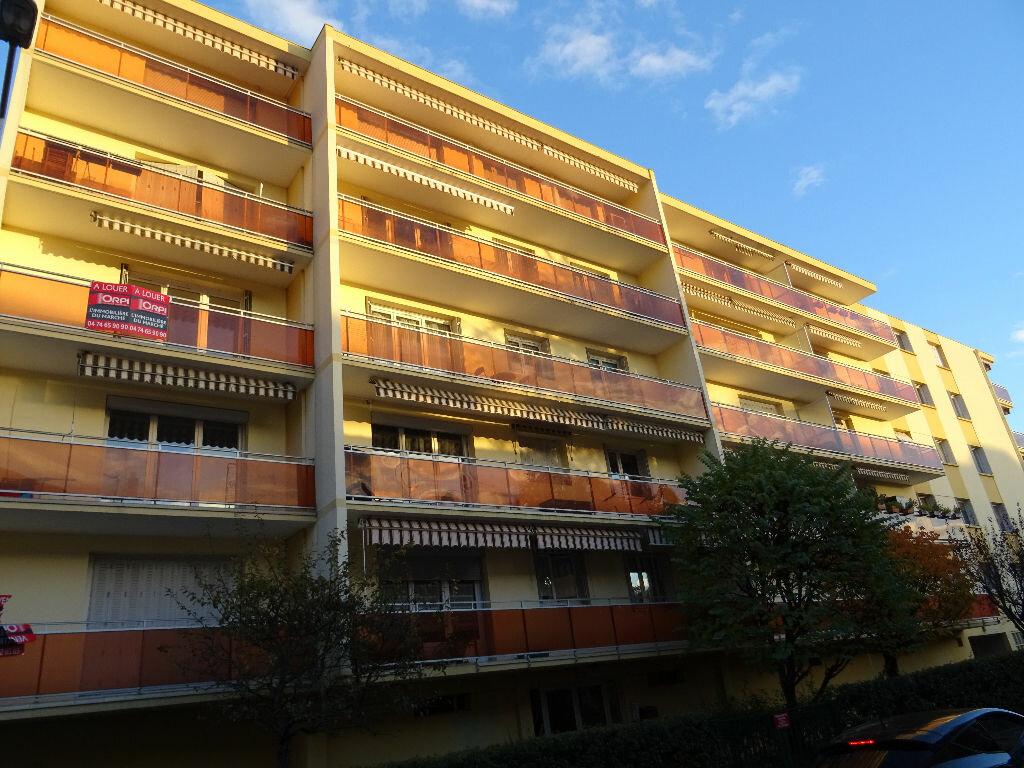 Location Appartement 2 pièces à Villefranche-sur-Saône - vignette-1