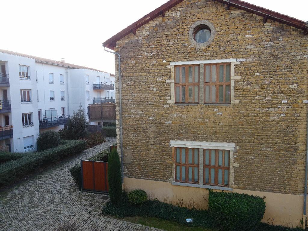 Location Appartement 2 pièces à Villefranche-sur-Saône - vignette-2