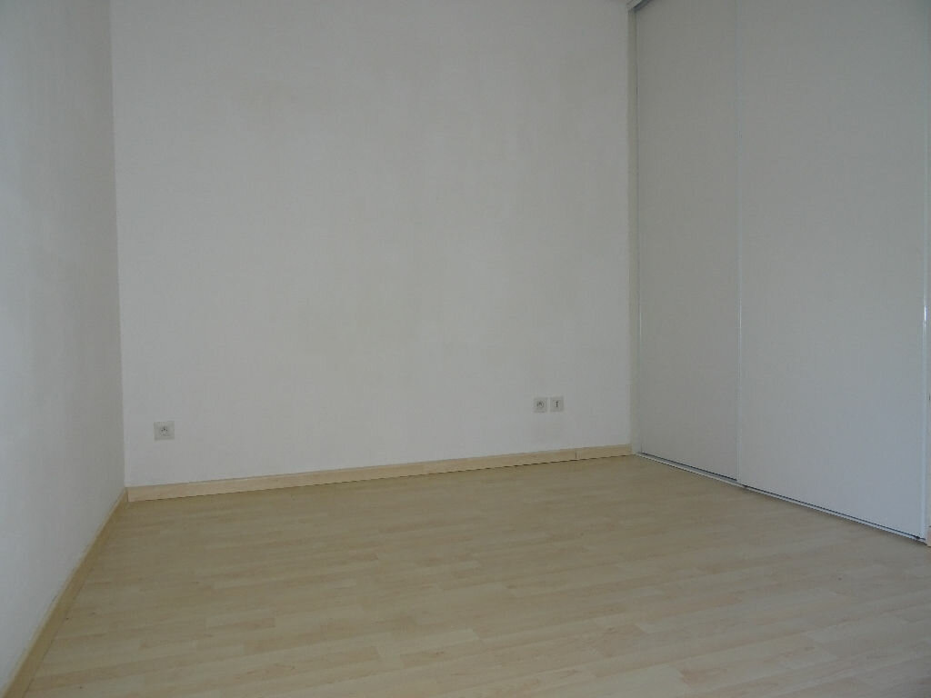 Location Appartement 2 pièces à Villefranche-sur-Saône - vignette-5