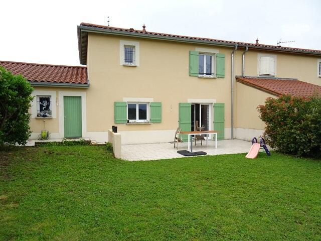 Location Maison 4 pièces à Pouilly-le-Monial - vignette-1