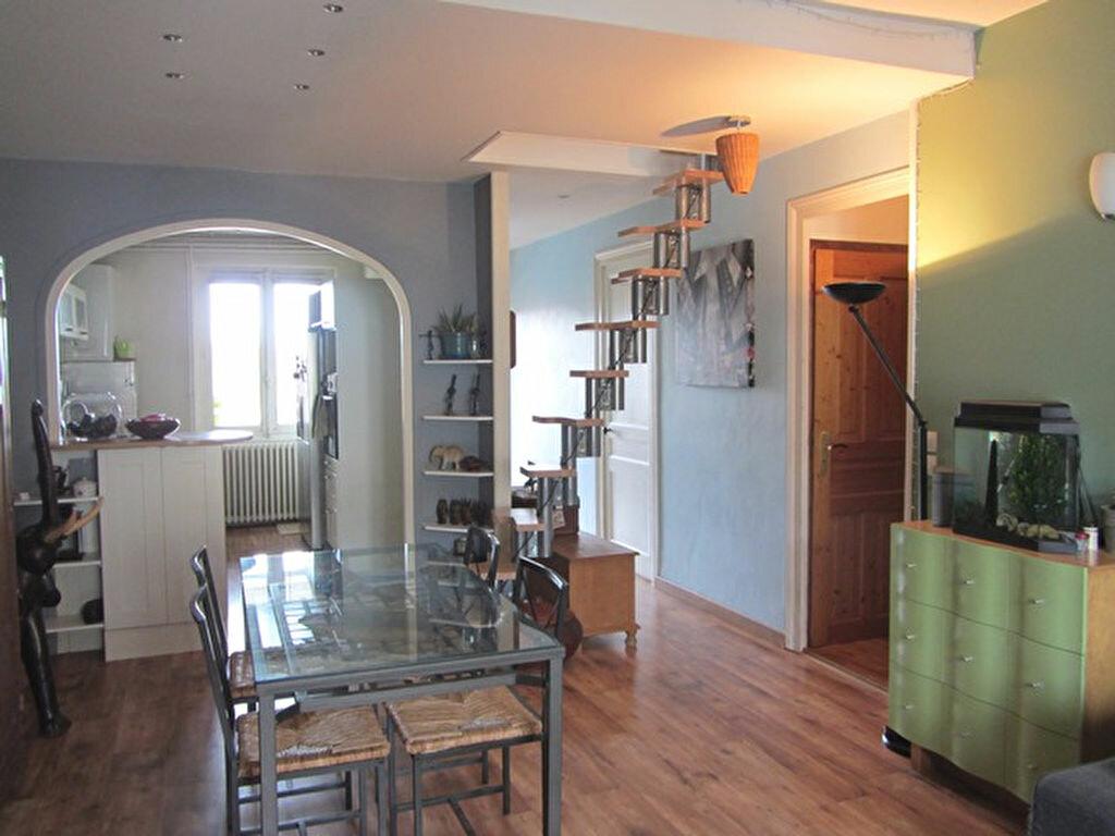 Achat Appartement 3 pièces à Villefranche-sur-Saône - vignette-2