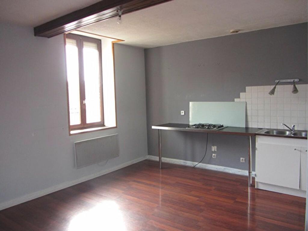 Achat Appartement 2 pièces à Villefranche-sur-Saône - vignette-2