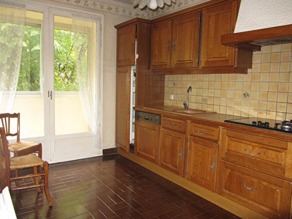 Achat Appartement 4 pièces à Gleizé - vignette-4