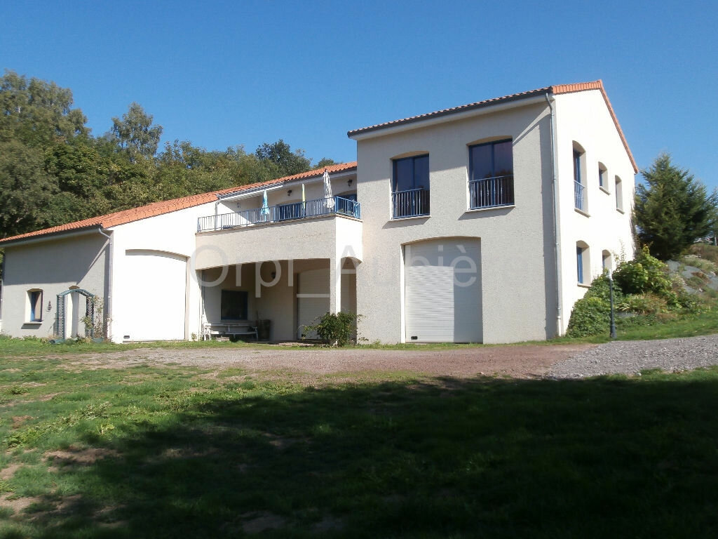 Achat Maison 9 pièces à Saint-Genès-Champanelle - vignette-1