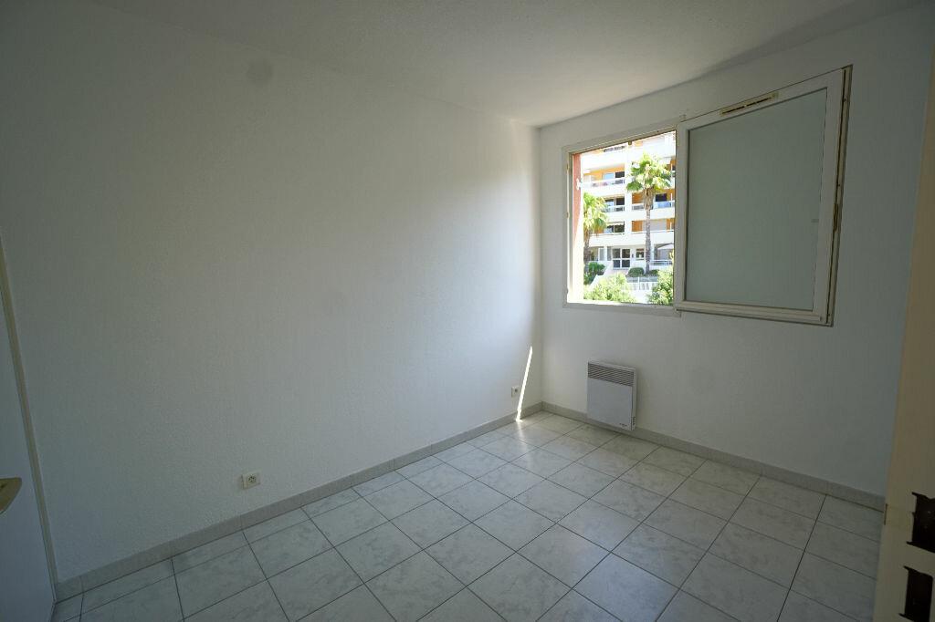 Location Appartement 1 pièce à Le Cannet - vignette-2