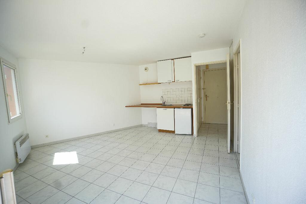 Location Appartement 1 pièce à Le Cannet - vignette-3