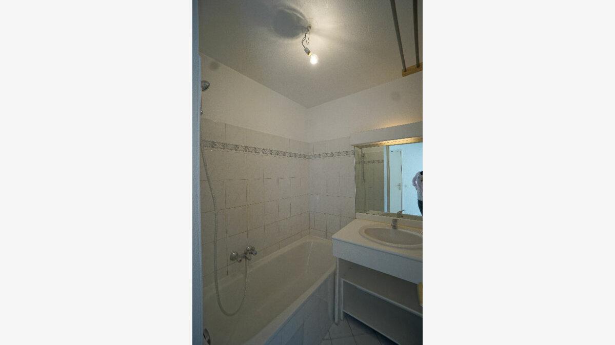 Location Appartement 1 pièce à Le Cannet - vignette-5