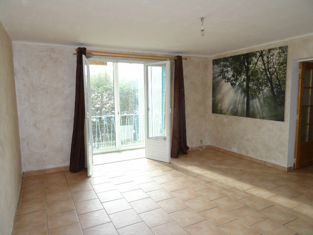 Location Appartement 4 pièces à Marseille 9 - vignette-1