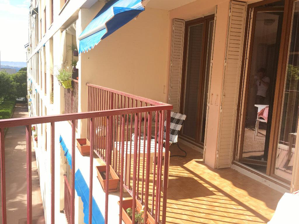 Achat Appartement 5 pièces à Marseille 8 - vignette-2