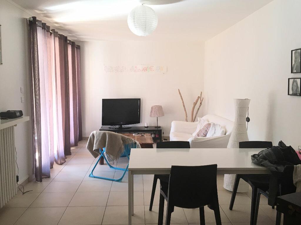 Achat Appartement 5 pièces à Marseille 8 - vignette-3