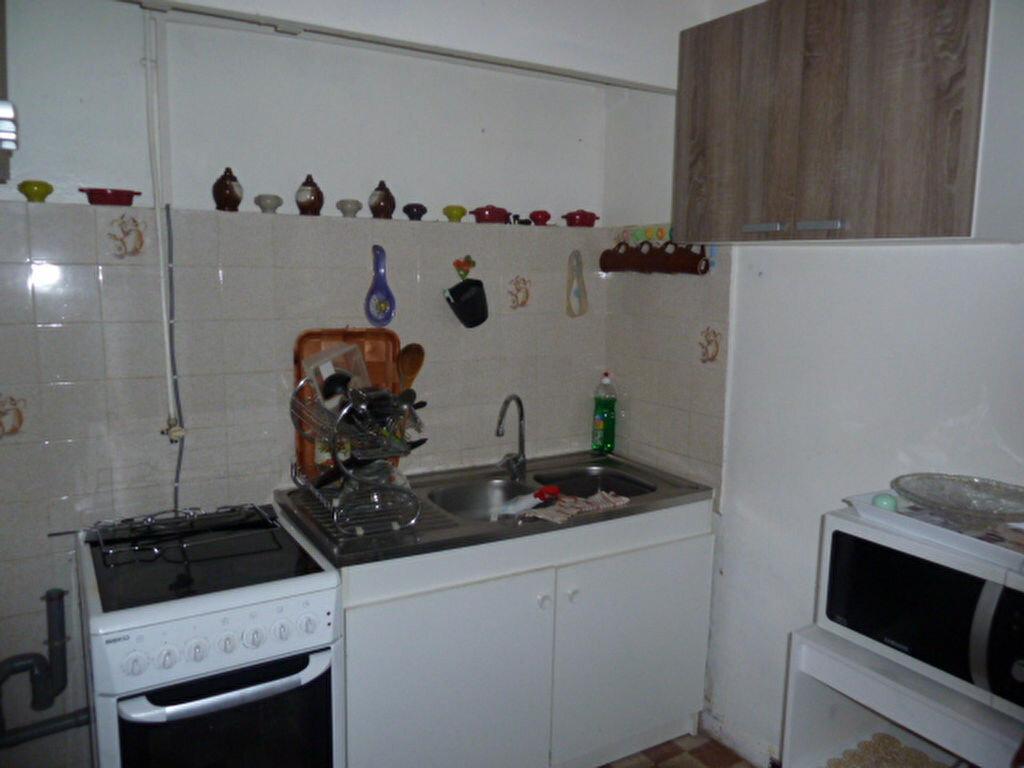 Location Appartement 3 pièces à Marseille 3 - vignette-3