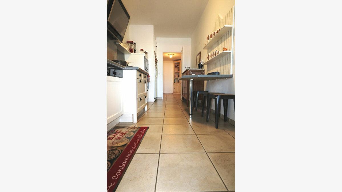 Achat Appartement 4 pièces à Marseille 8 - vignette-4