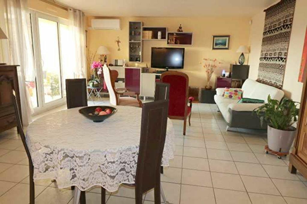 Achat Appartement 4 pièces à Marseille 8 - vignette-3